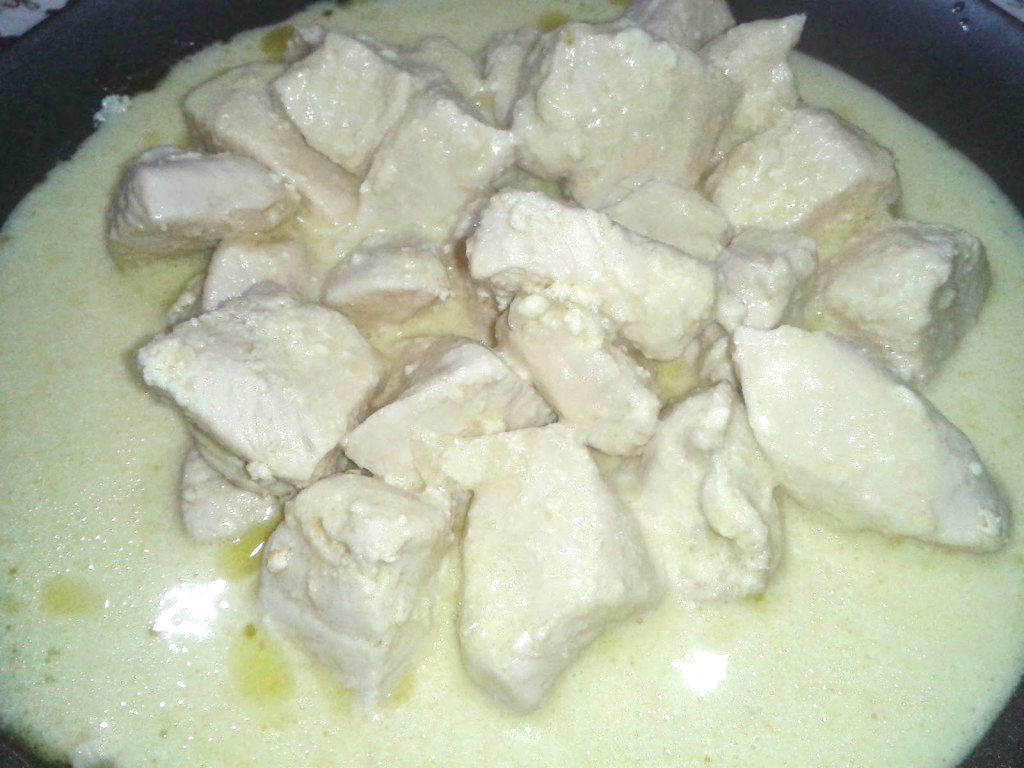 POLLO CON YOGURT GRECO